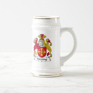 Servir el escudo de la familia jarra de cerveza