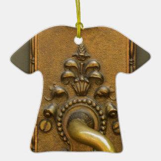 Sésamo abierto adorno navideño de cerámica en forma de playera