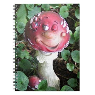 Seta de los hongos del individuo de la diversión libro de apuntes