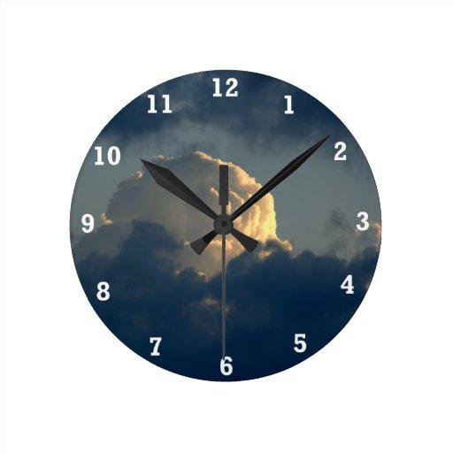 Seta del cielo reloj redondo mediano