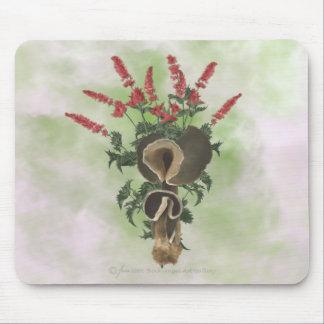 Setas de color marrón oscuro, flores rojas alfombrilla de ratón