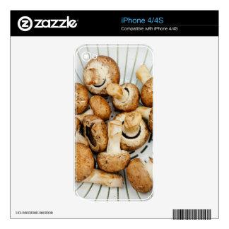 Setas de Crimini en un colador Calcomanía Para El iPhone 4