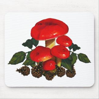 Setas rojas, conos del pino; Arte de la naturaleza Alfombrillas De Ratones