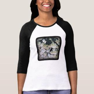 Setas salvajes en árbol de descomposición camisetas