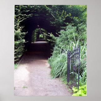 Seto y la puerta de jardín póster