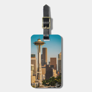 Setting Sunlight On The Space Needle And Seattle Luggage Tag