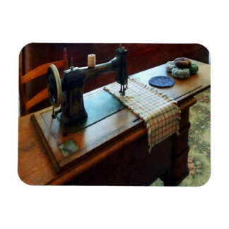 Sewing Machine and Pincushions Magnet