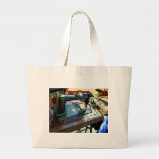 Sewing Machine With Sissors Bags