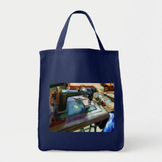 Sewing Machine With Sissors Bag