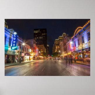 Sexta calle en la oscuridad en Austin céntrico, Póster