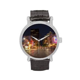 Sexta calle en la oscuridad en Austin céntrico, Relojes De Mano