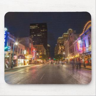 Sexta calle en la oscuridad en Austin céntrico, Tapetes De Ratones