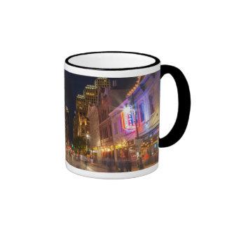 Sexta calle en la oscuridad en Austin céntrico, Taza De Café