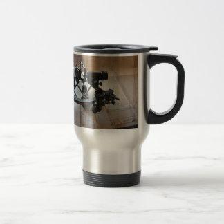 Sextante antiguo taza de viaje