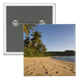 Seychelles, isla de Mahe, playa de Anse Takamaka,  Pins