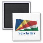 Seychelles que agitan la bandera con nombre imán de frigorifico