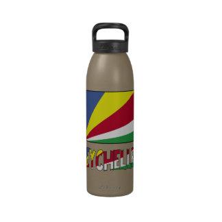 Seychelles señalan por medio de una bandera y nomb botella de agua reutilizable