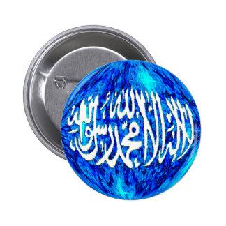 Shahada en un botón islámico del globo tridimensio pins