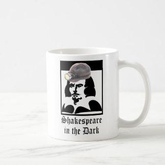 Shakespeare en la oscuridad taza de café
