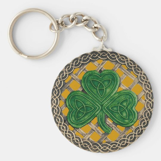 Shamrock And Celtic Knots Keychain Gold