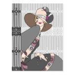 Shelby, señora de los años 30 en gris y subió postal