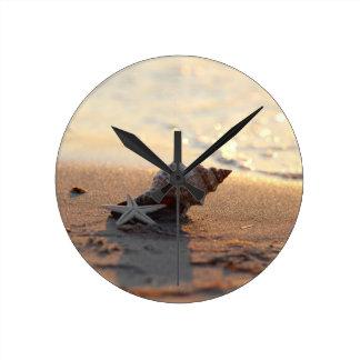 Shell at the sea round clock