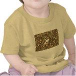 Shell entre los guijarros camiseta