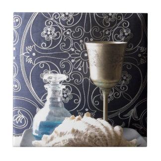 Shell, modelo, y todavía del cubilete foto de la v tejas  ceramicas
