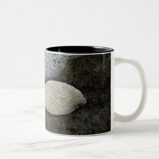 Shell y ilustraciones del mar taza de dos tonos