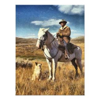 Shepherd con su caballo y perro en gama llena de g