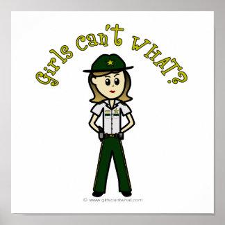 Sheriff de sexo femenino ligero en uniforme del ve posters