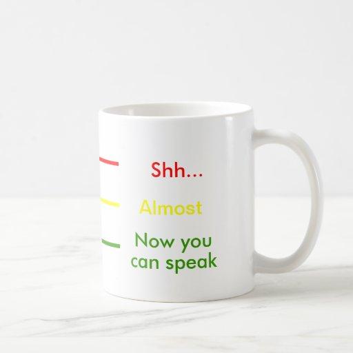 Shh casi ahora usted sabe hablar el café de la taza clásica