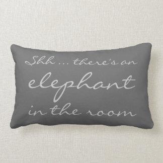 Shh… hay un elefante en el cuarto almohada
