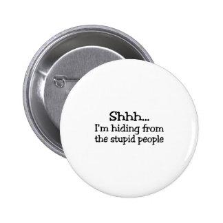 Shh Im que oculta de la gente estúpida Pin Redondo De 2 Pulgadas
