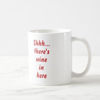 Shhh… hay vino adentro aquí taza