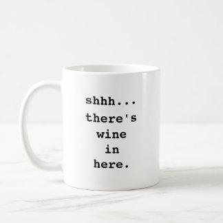 Shhh… Hay vino adentro aquí Taza de café