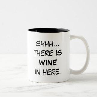 Shhh… hay vino en aquí asalta tazas