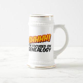 ¡Shhhh! Centrado en la genealogía Jarra De Cerveza