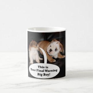 Shih Tzu y dogo inglés Puppys Taza Clásica