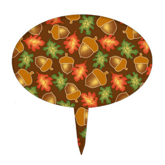 Shiny autumn atmosphere with acorns and oak leaf cake topper