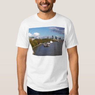 Ships on the Thames. T Shirt