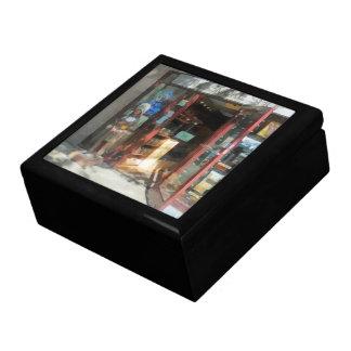 Shopfronts - Smoke Shop Gift Boxes