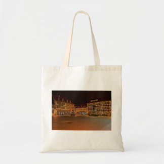 Shopping bag market place who Niger ode at night