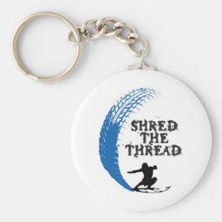 Shread de la persona que practica surf el hilo llavero redondo tipo pin