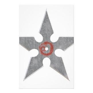 Shuriken de plata con el dragón rojo papeleria