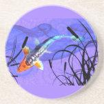 Shusui Koi en la charca púrpura con Cattails Posavasos Personalizados