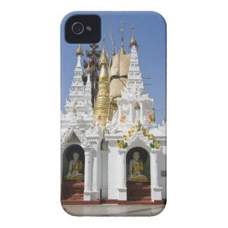 Shwedagon Pagoda (Paya), large temple site that 2 iPhone 4 Cover