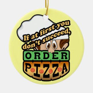 Si al principio usted no tenga éxito la pizza de adorno navideño redondo de cerámica