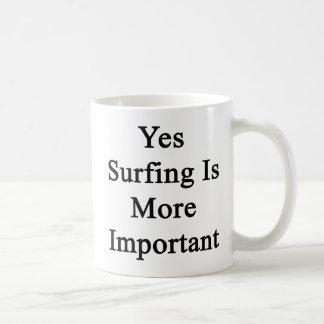 Sí el practicar surf es más importante tazas de café
