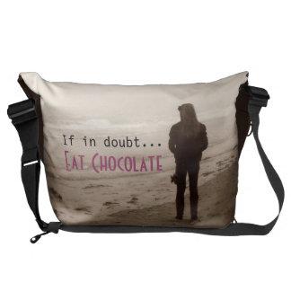 Si en duda… Coma el chocolate - la bolsa de mensaj Bolsas De Mensajería